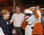 Peggy Patterson & Jack Sims greet the Tiger